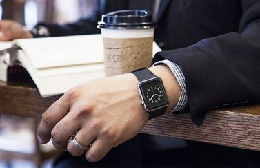 Apple Watch met koffie