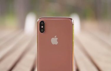 iPhone X in goud/koper.