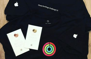 Apple Close The Rings shirt en speldje