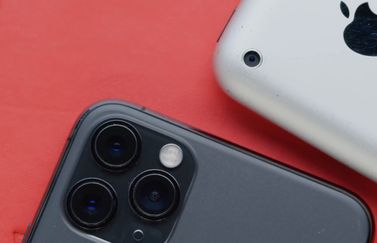 Originele iPhone vs iPhone 11 Pro.