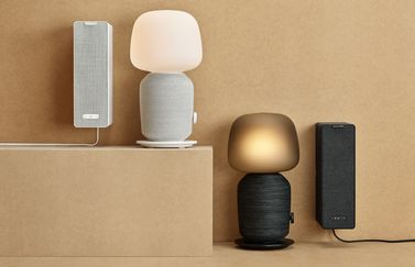 IKEA en Sonos presenteren Symfonisk speakers: boekensteun en tafellamp.