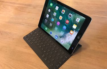 iPad Pro met Smart Keyboard tafel.