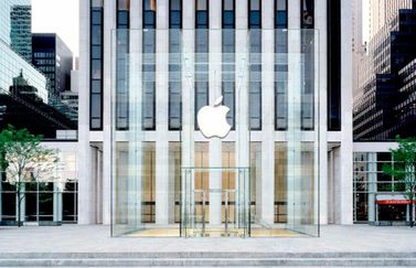 Nieuwe kubus van Apple Store Fifth Avenue New York.