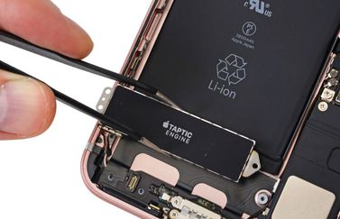 iPhone 7 teardown door iFixit: de Taptic Engine