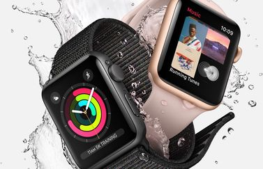 Apple Watch Series 3 met water.