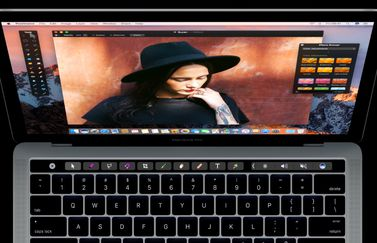 Pixelmator met de Touch Bar op de MacBook Pro.