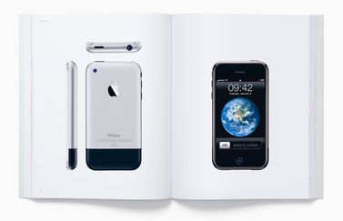 Boek Designed by Apple in California.