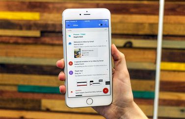 Google Inbox in de hand