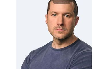Jony Ive met notch