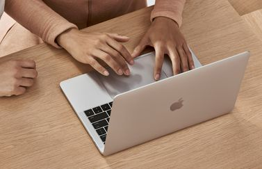 Apple Store MacBook