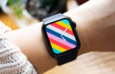 Apple Watch SE hands-on van Gizmodo.