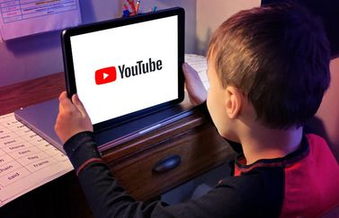 jongen-iPad-YouTube