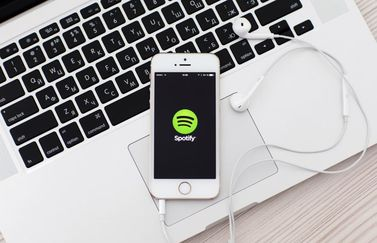 spotify-iphone-macbook