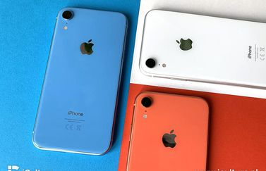 iPhone XR review in blauw, wit en koraal